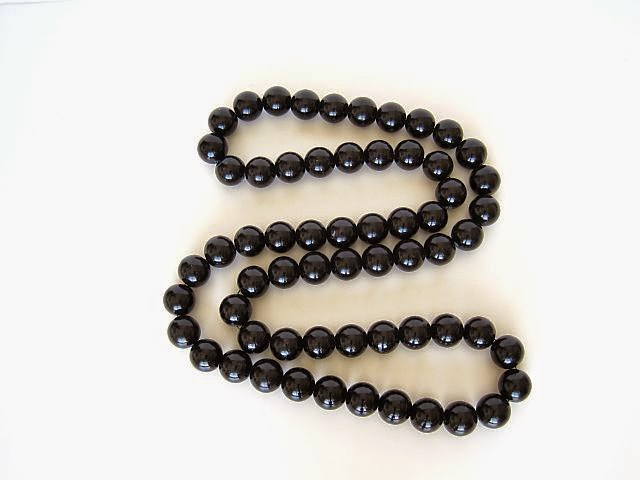 Easy Necklace in Bold Black Beads