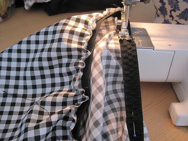 Sew elastic to fabric
