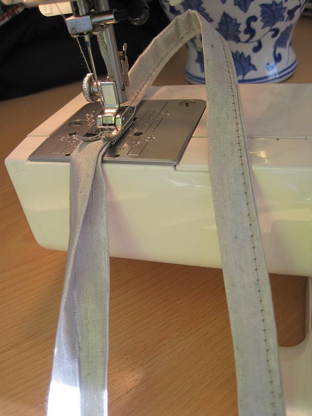 Sew 2 x 50 cm straps